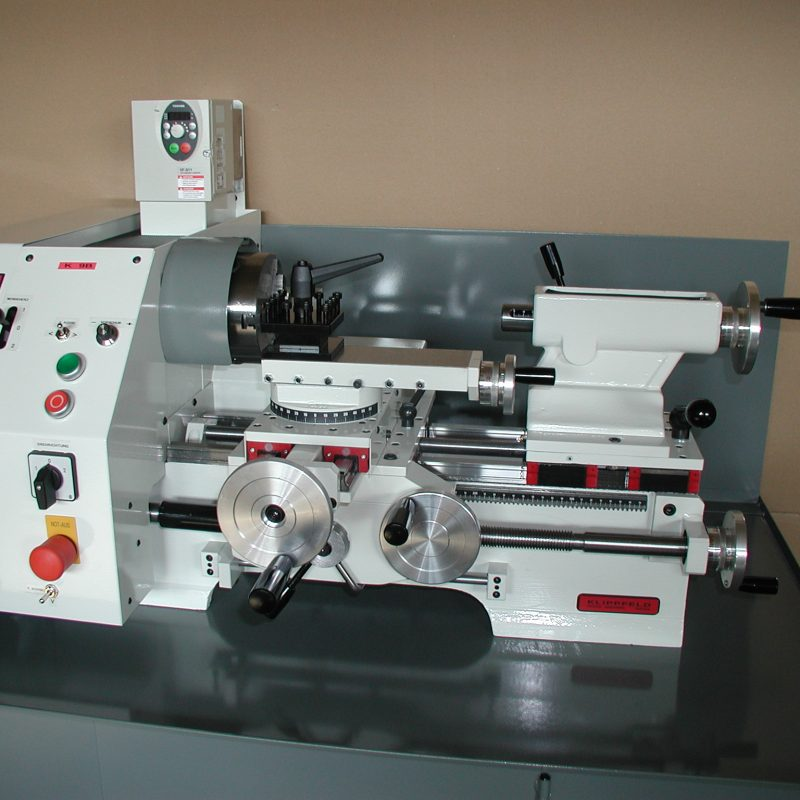 Drehmaschine K-9B: in der Ausstattungsvariante mit elektronischem Längs- und Quervorschub
