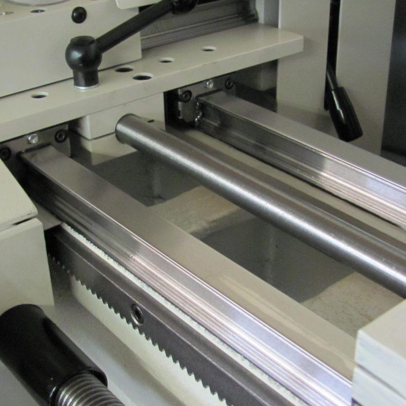 Drehmaschine K-12: Solide Verarbeitung, hochpräzise Linearführungen
