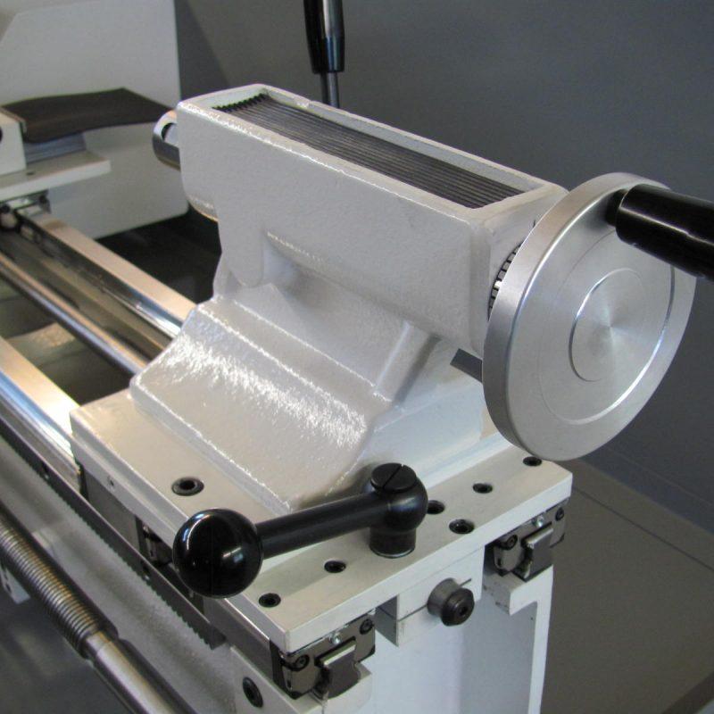 Drehmaschine K-10A: massiver Reitstock mit Schnellspannhebel auf Linearführungen