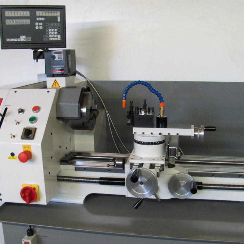 Drehmaschine K-12: mit digitaler Positionsanzeige und Kühlmittelanlage