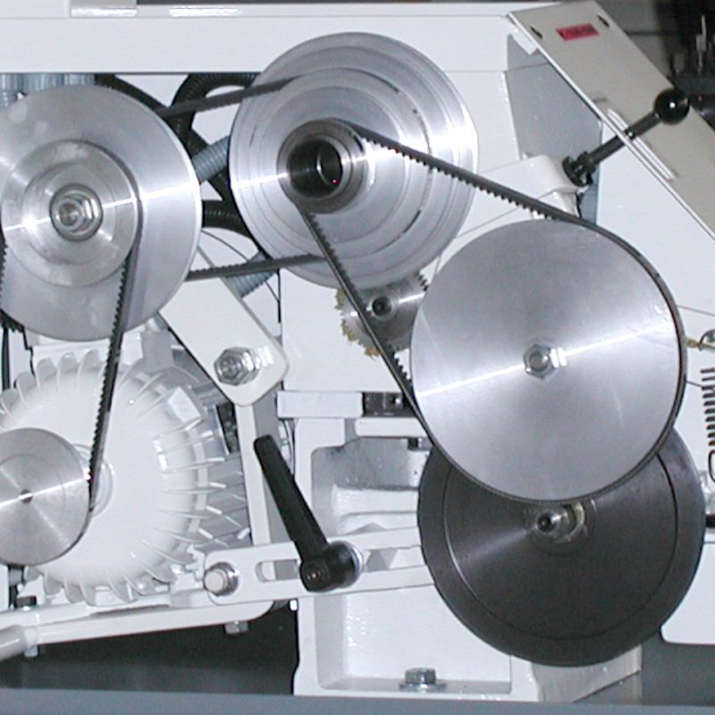 Drehmaschine K-9B: Nahezu geräuschloser Riemenantrieb, Riemen lassen sich bequem umlegen