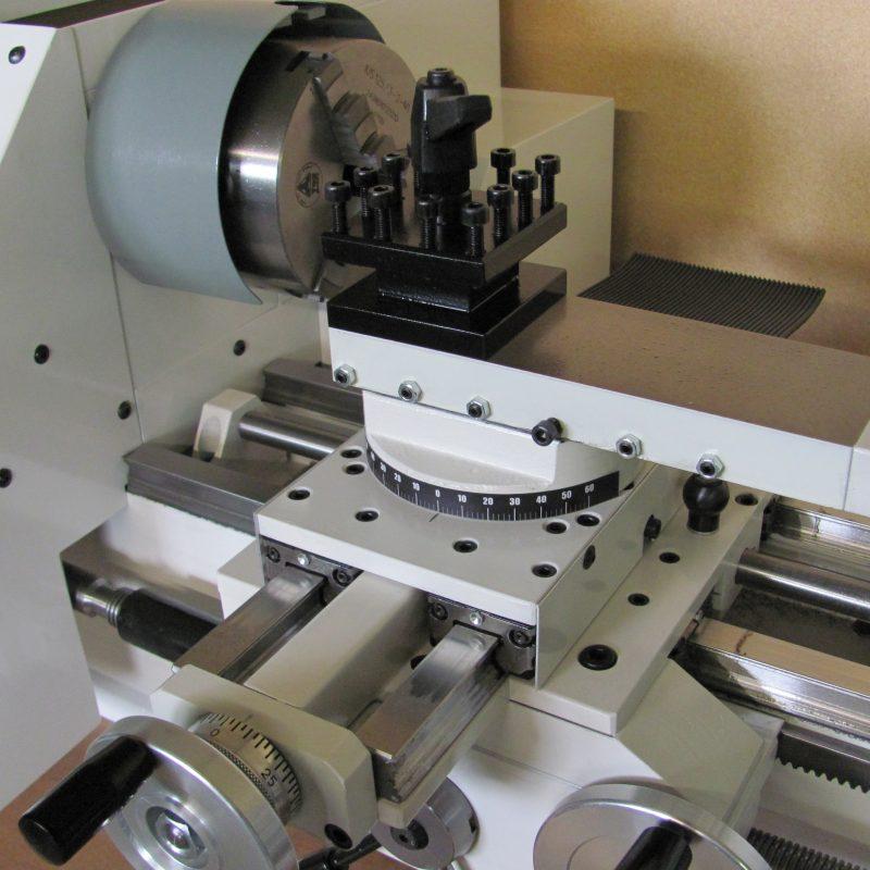 Drehmaschine K-9B: Linearführung auch für den Quersupport