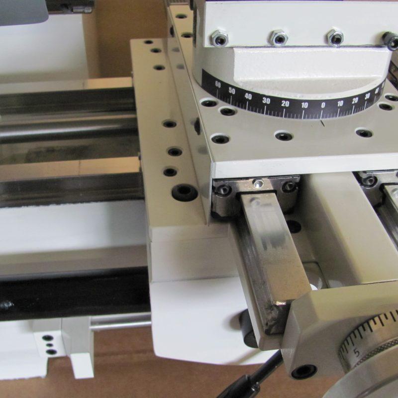Drehmaschine K-9B: Gravierte Messringe, Gradskala für Obersupport, Linearführungen
